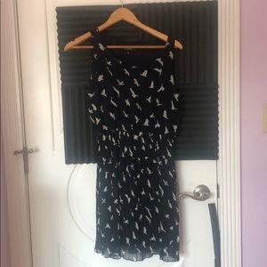 Sleeveless bird print dress - pleated skirt
